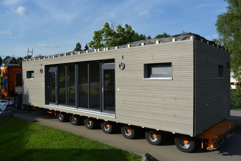 nachhaltige fl chtlingsunterk nfte aus holz modulh usern. Black Bedroom Furniture Sets. Home Design Ideas